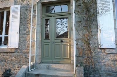 Réalisation d'' une porte d''entrée tiercée sur mesure en bois