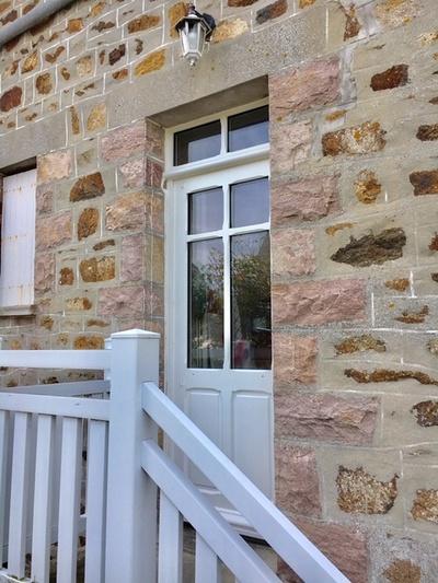 Rénovation porte d''entrée sur-mesure en bois - réplique à l''identique