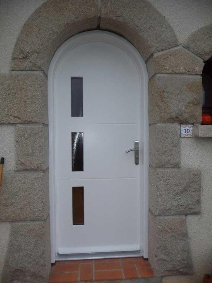 Réalisation d'' une porte d'' entrée en bois sur mesure 0