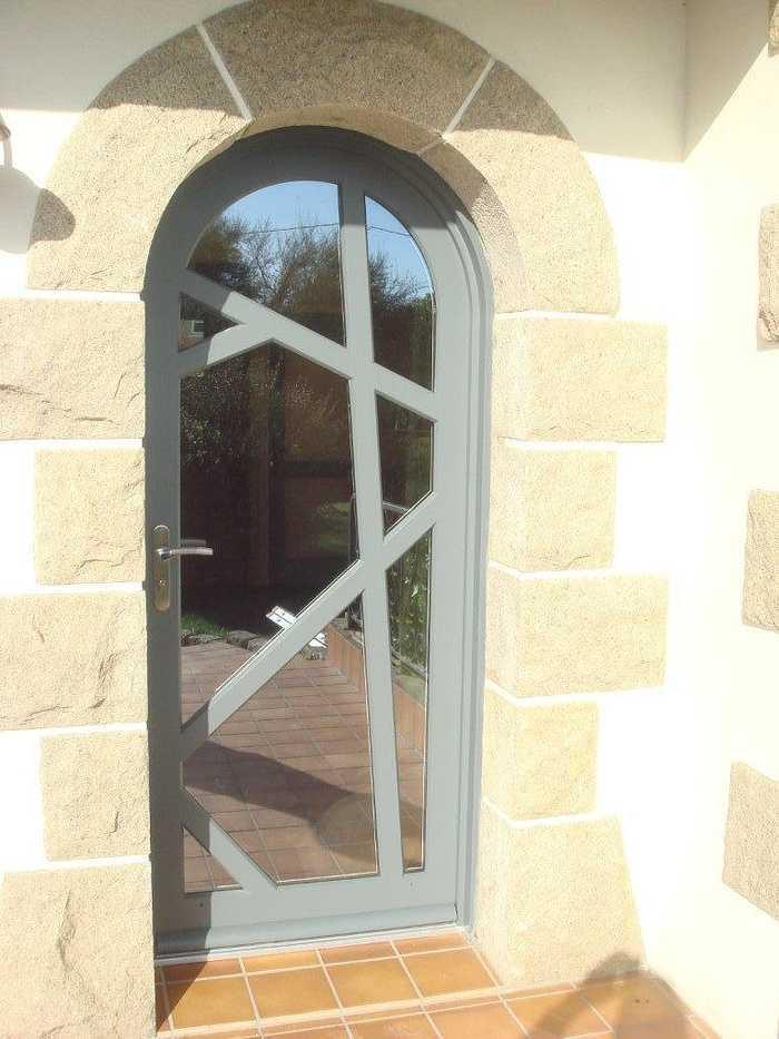 Réalisation d''une porte cintrée sur mesure en bois 0