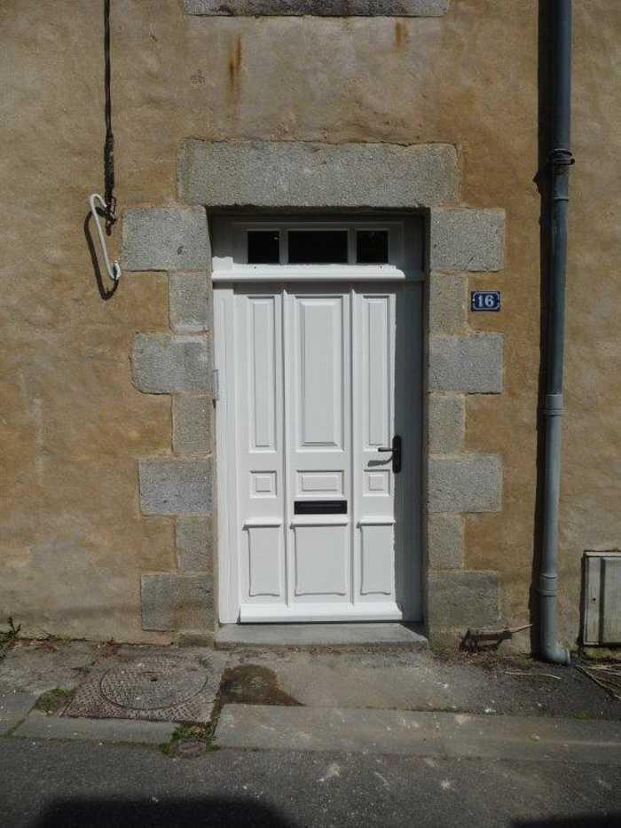 Réalisation d''une porte sur mesure en bois avec effet trompe l''oeil 0