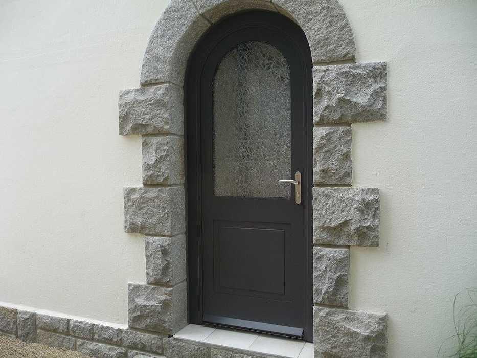 Réalisation d''une porte d''entrée sur mesure en mixte 0
