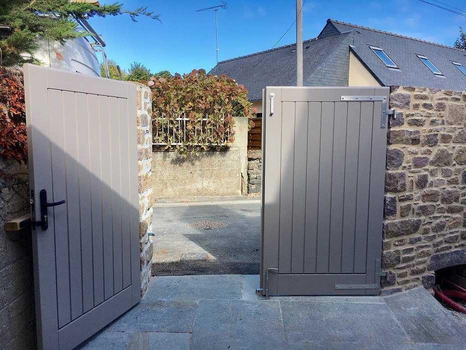 Réalisation d''un portail de clôture sur mesure en bois 0