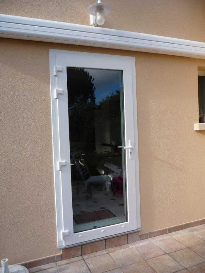 Réalisation d''une porte d''entrée PVC blanche 0