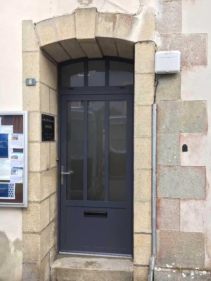 Réalisation d''une porte d''entrée sur mesure en aluminium 0