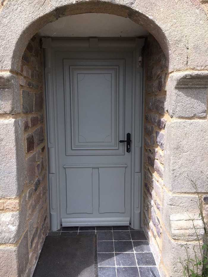 Réalisation de porte d''entrée et de fenêtres sur mesure en bois img5619