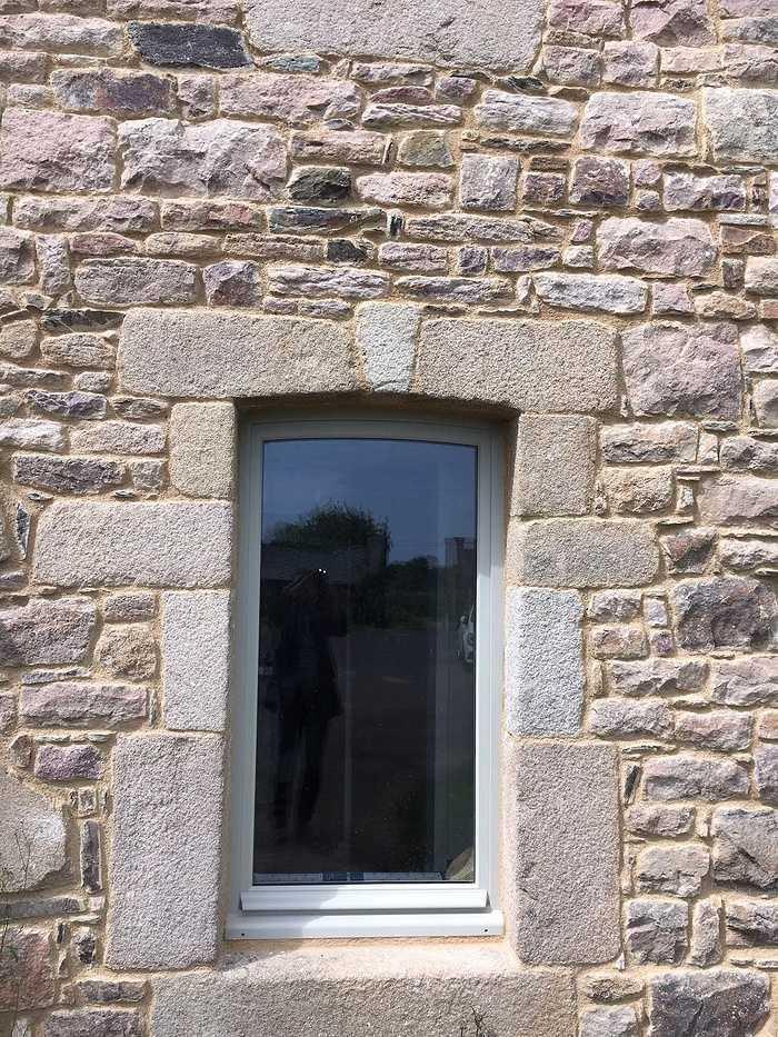 Réalisation de porte d''entrée et de fenêtres sur mesure en bois img5620