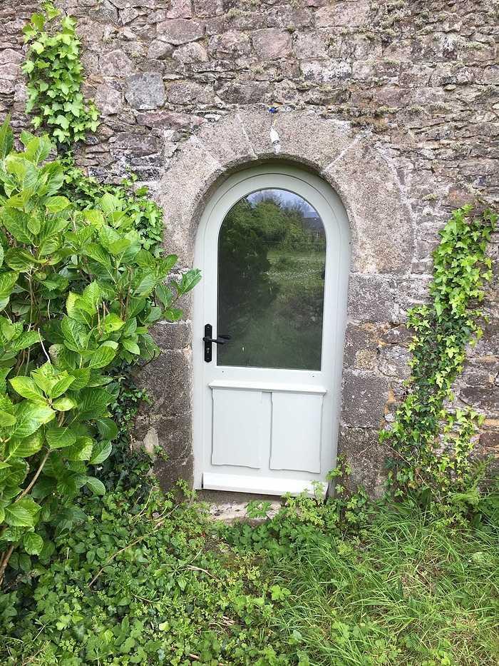Réalisation de porte d''entrée et de fenêtres sur mesure en bois img5623