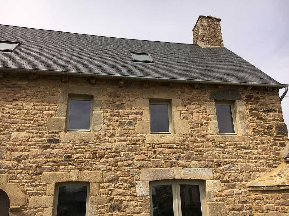 Réalisation de porte d''entrée et de fenêtres sur mesure en bois 0