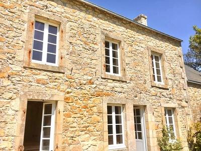 Création et installation de fenêtres et d''une porte d''entrée en bois - Côtes-d''Armor (22)