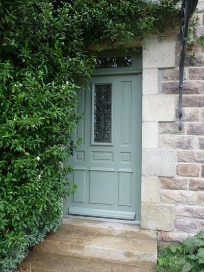 Fabrication et pose réplique à l''identique porte d''entrée bois