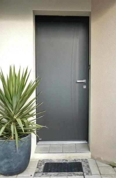 Installation porte d''entrée mixte aluminium et bois - Saint Martin des Prés - 22