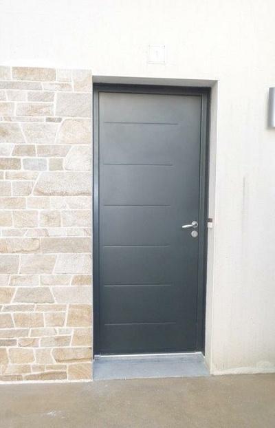 Installation porte d''entrée sur mesure en acier - Secteur Foeil