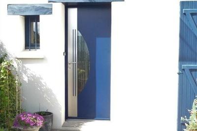 Installation d''une porte d''entrée sur mesure en aluminium