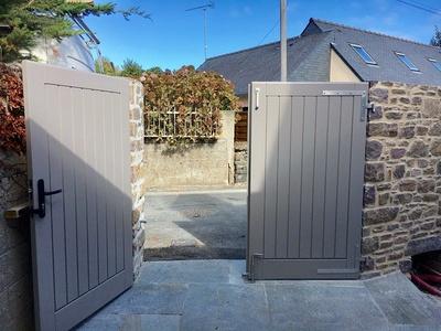 Réalisation d''un portail de clôture sur mesure en bois
