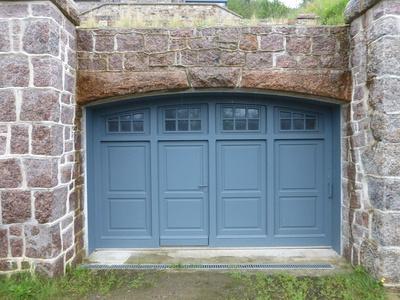 Réalisation d''un portail de garage coulissant sur mesure en bois