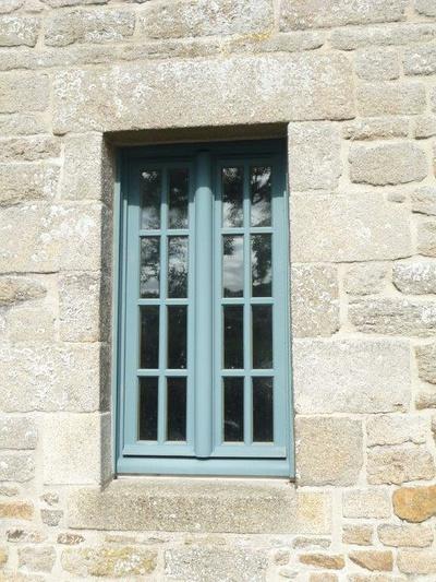 Réalisation d'' une fenêtre sur mesure en bois pour un manoir