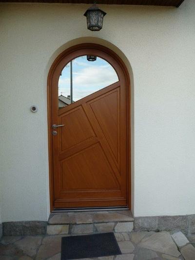 Réalisation d''une porte d''entrée en bois