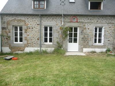 Réalisation d''une porte d''entrée et de fenêtres sur mesure en bois au rez-de-chaussée