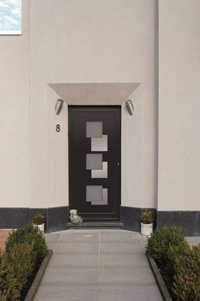 Réalisation d''une porte d''entrée sur mesure en aluminium