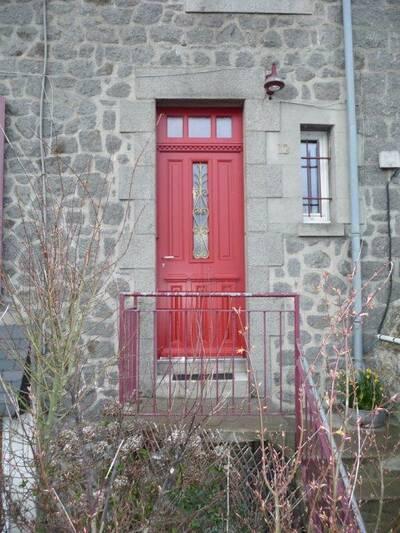 Réalisation d''une porte d''entrée sur-mesure en bois