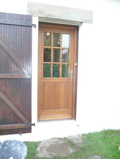 Réalisation d'' une porte fenêtre à l''identique en bois