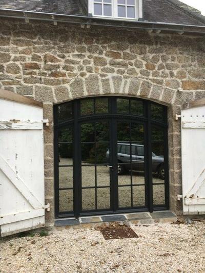 Réalisation d''une porte fenêtre sur mesure en bois