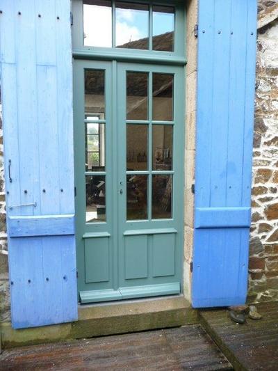 Réalisation d''une porte fenêtre tiercée sur mesure en bois
