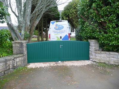 Rénovation portail et clôture sur-mesure en bois