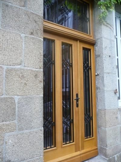 Rénovation porte d''entrée bois-réplique à l''identique