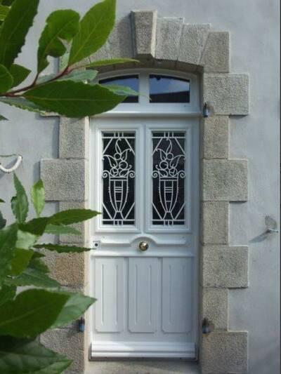 Rénovation porte d''entrée à l''identique en bois