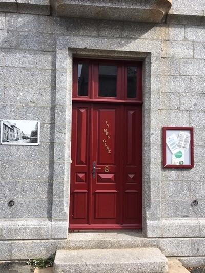 Rénovation d''une porte d''entrée sur mesure en bois