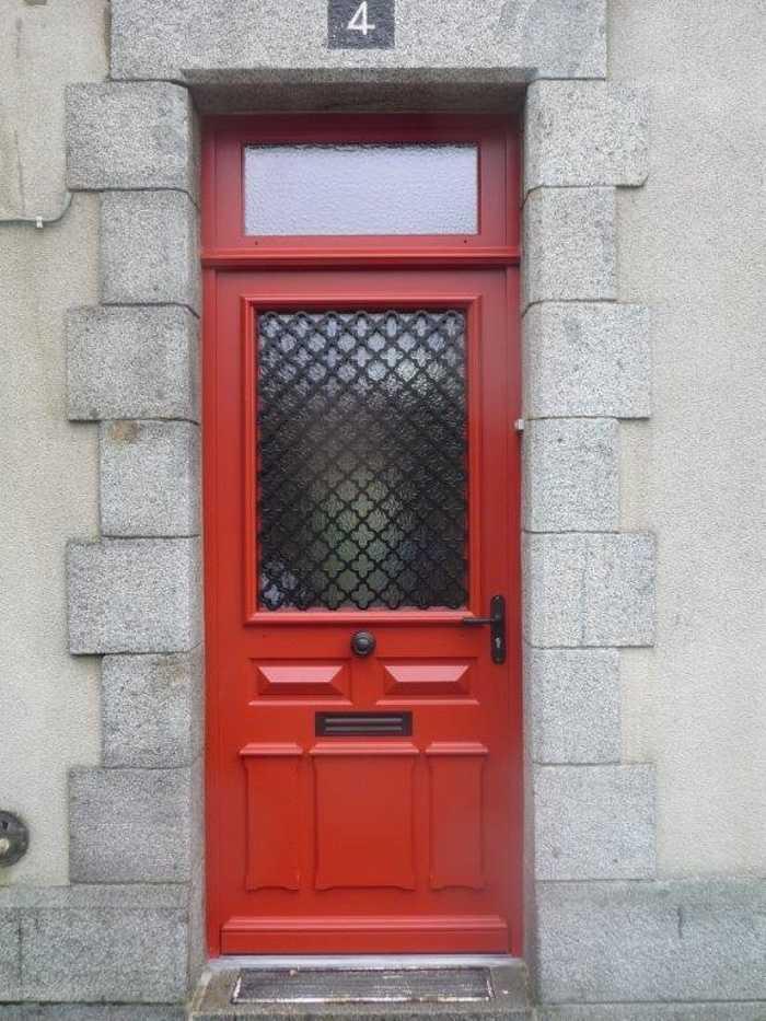 Fabrication d'' une porte d''entrée en bois sur- mesure 0