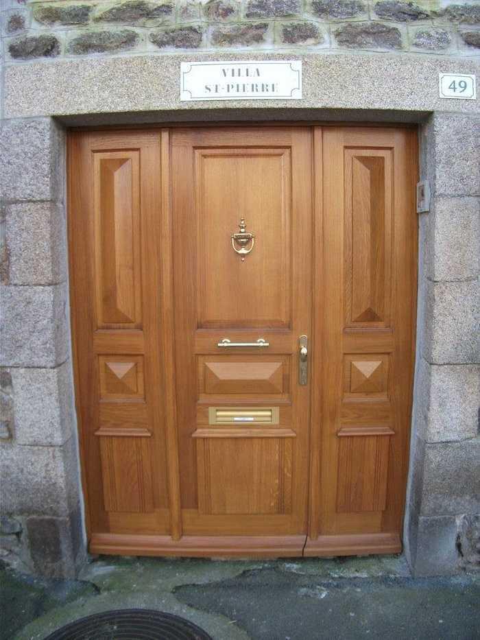 Réalisation d''une porte d''entrée sur mesure en chêne 0