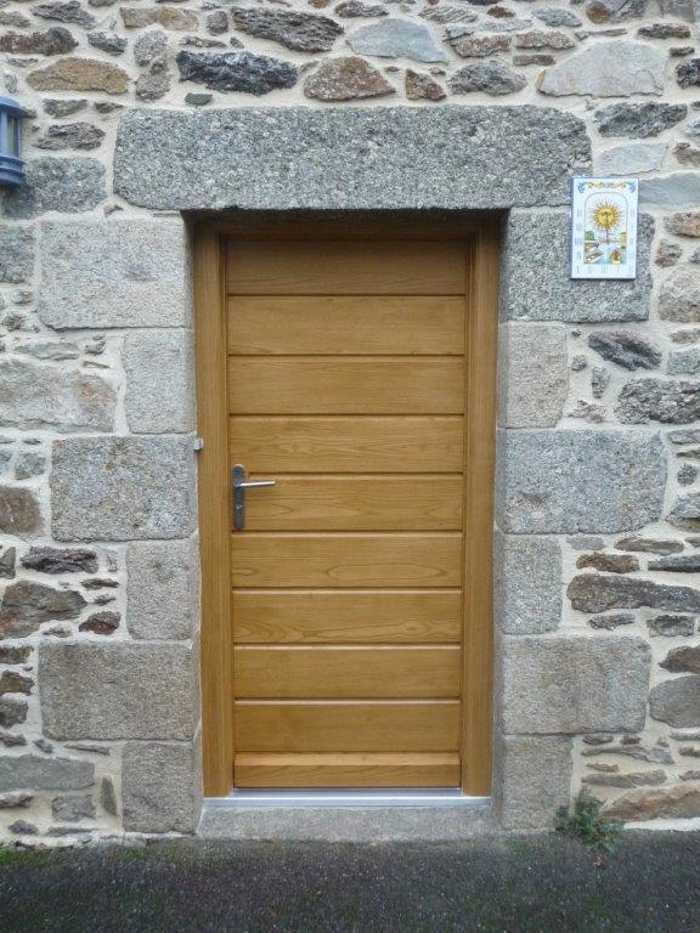 Réalisation d''une porte d''entrée en bois sur mesure 0