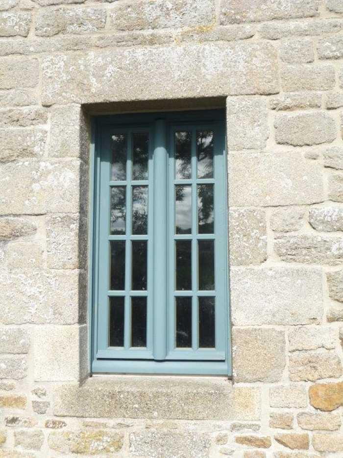 Réalisation d'' une fenêtre sur mesure en bois pour un manoir 0