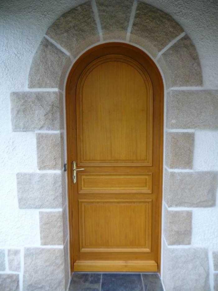 Réalisation d''une porte pleine sur mesure en bois 0