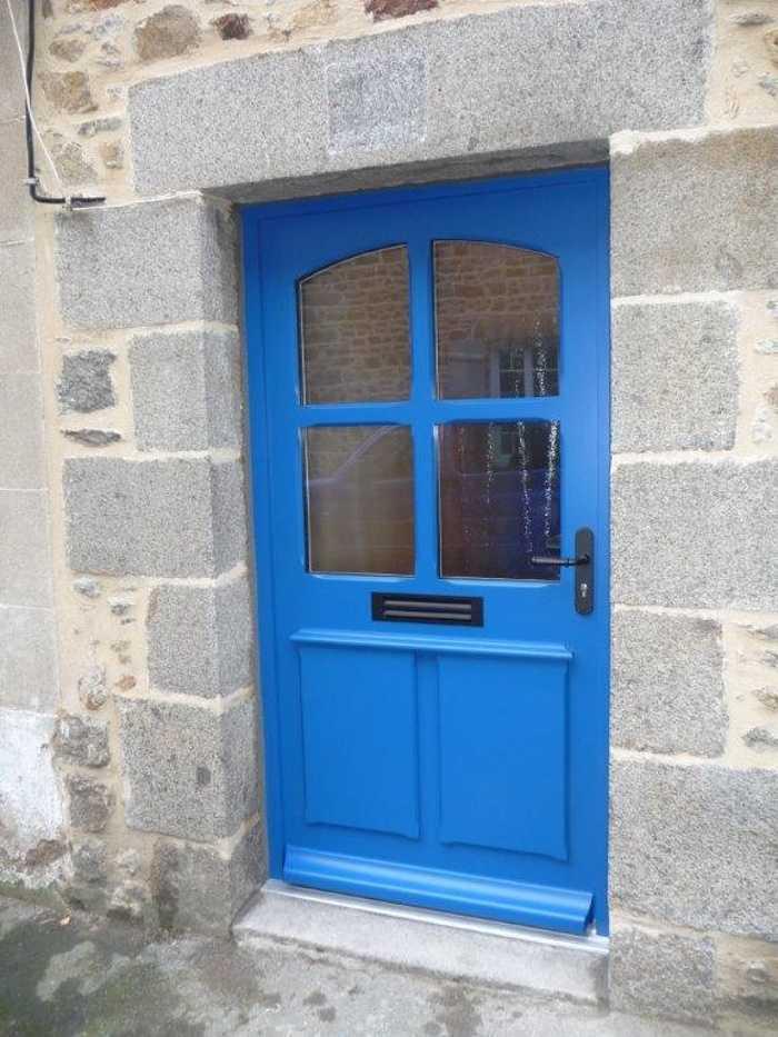 Réalisation d''une porte pleine sur mesure en bois sur maçonnerie 0