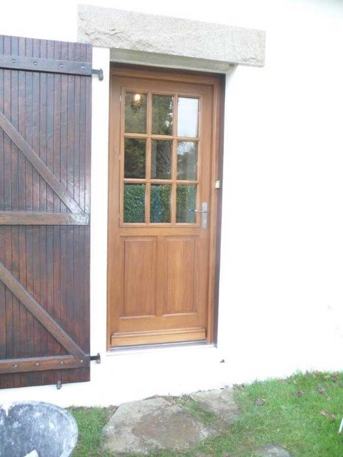 Réalisation d'' une porte fenêtre à l''identique en bois 0