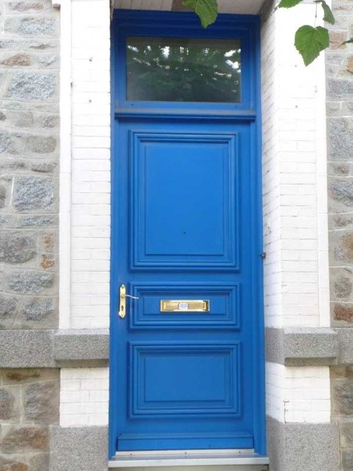 Réalisation d'' une porte d''entrée maison de ville en bois 0