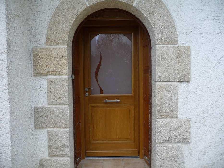 Réalisation d'' une porte d''entrée sur-mesure en bois 0