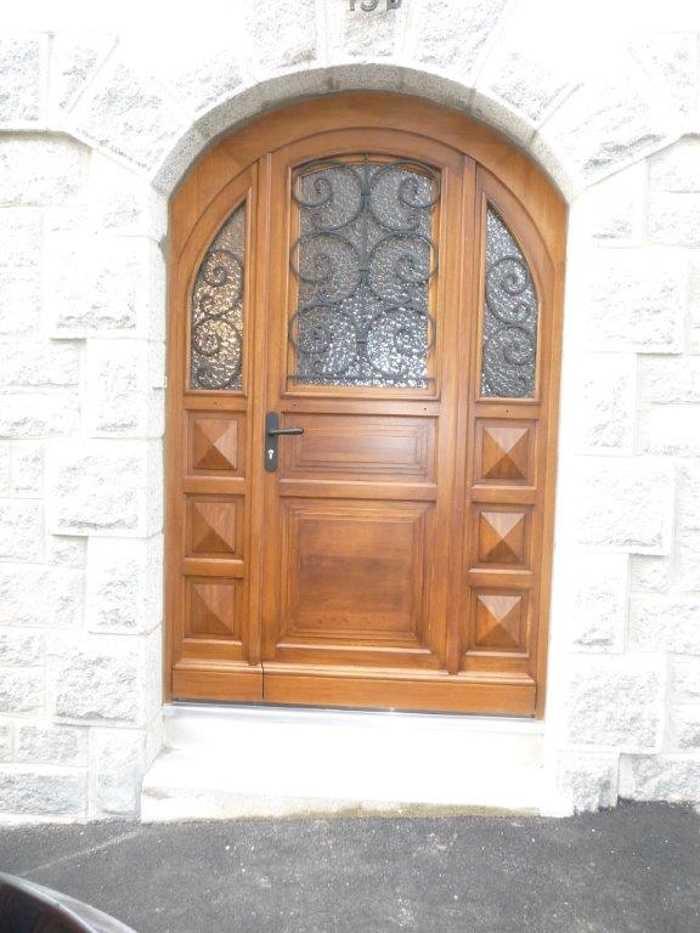 Réalisation d''une porte d''entrée sur mesure en bois (réplique à l''identique) 0