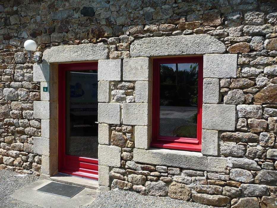 Réalisation de fenêtre et de porte fenêtre sur mesure en bois 0
