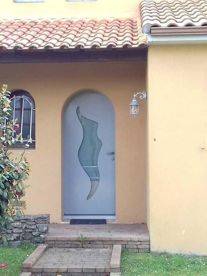 Réalisation d''une porte d''entrée cintrée en mixte aluminium / bois 0