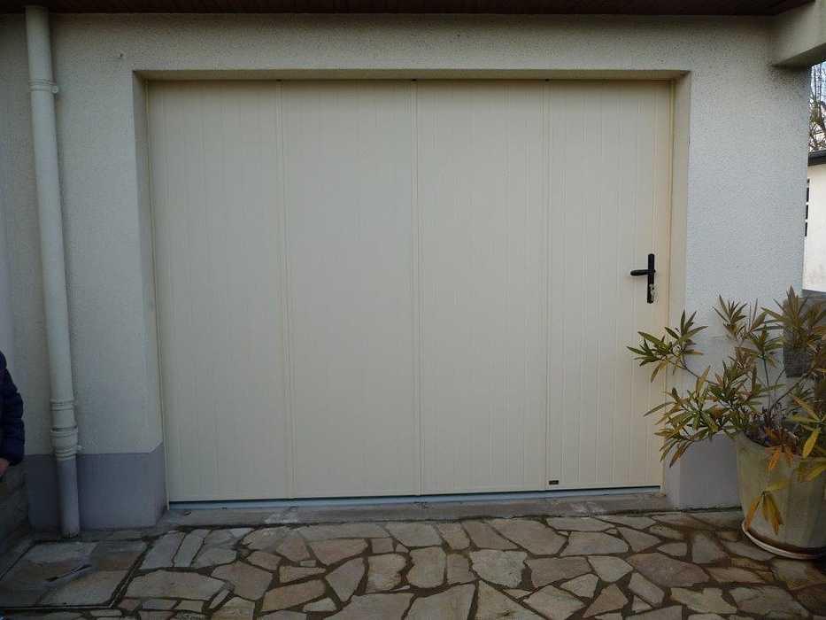 Réalisation d''une porte de garage latérale sur mesure en pvc 0