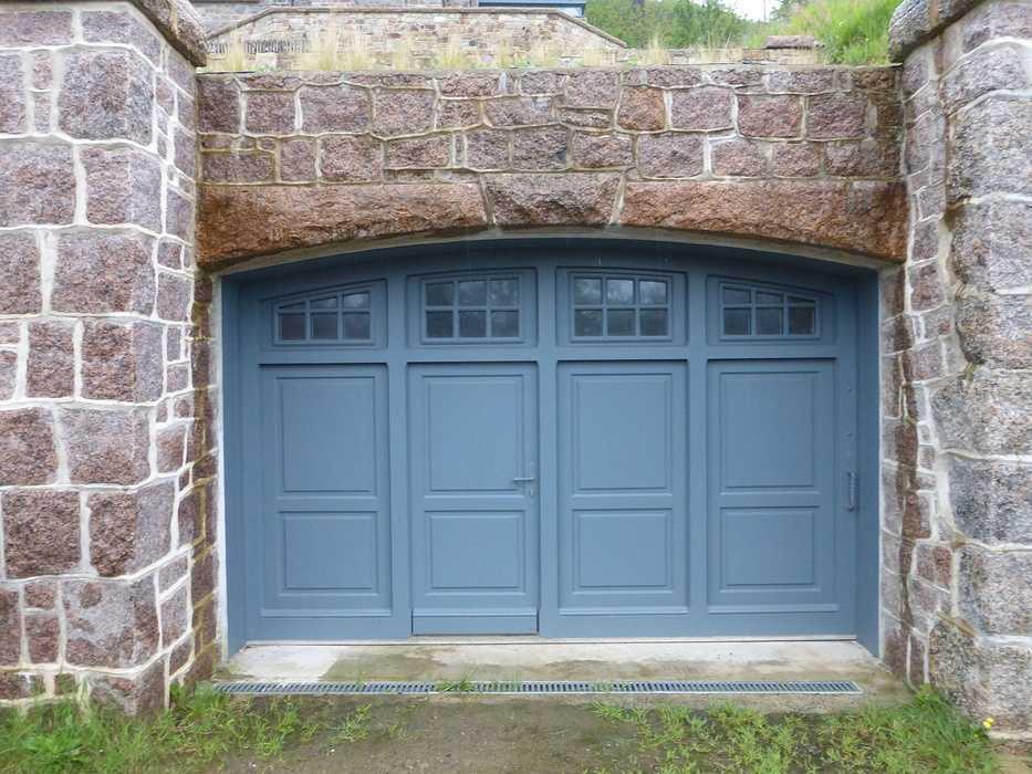 Réalisation d''un portail de garage coulissant sur mesure en bois 0