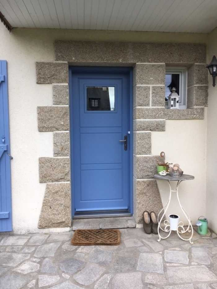 Réalisation d''une porte d''entrée sur mesure en bois 0
