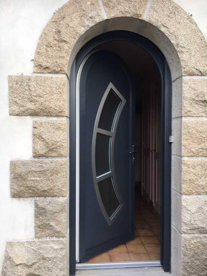 Réalisation d''une porte d''entrée sur mesure en PVC de couleur img59541