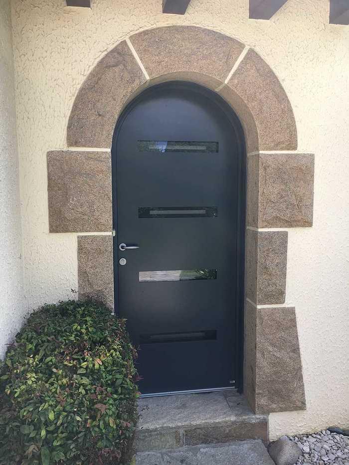 Réalisation d''une porte d''entrée sur mesure en mixte aluminium / bois img5924