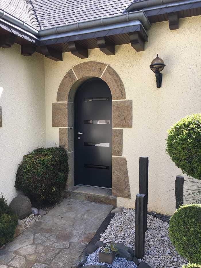 Réalisation d''une porte d''entrée sur mesure en mixte aluminium / bois 0